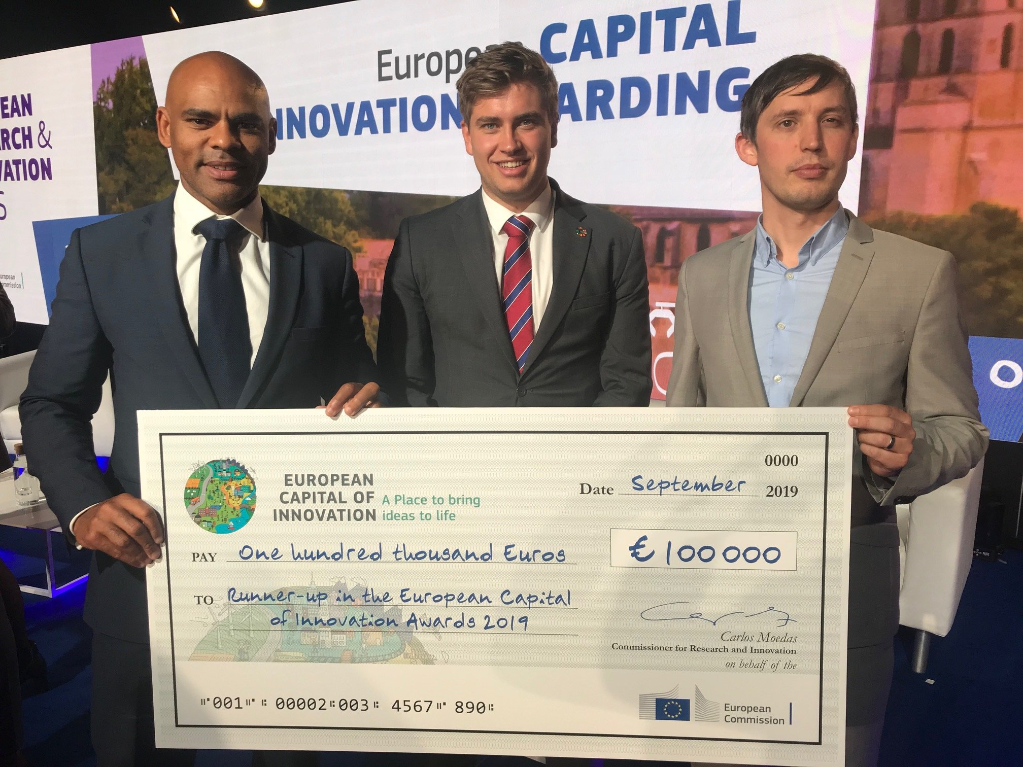 Presentation of iCapital Award to Mayor of Bristol